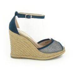 Compensée Kiara Bleu http://www.chaussures-eclipse.fr/chaussures-compensees-femme/1935-chaussures-femme-compensee-kiara-bleu.html