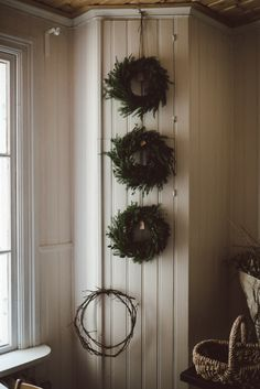 Fresh wreaths are a quick decorating idea and fill your home with a woodland scent. Merry Christmas, Rustic Christmas, Simple Christmas, All Things Christmas, Winter Christmas, Xmas, Christmas Cards, Nordic Christmas, Beautiful Christmas