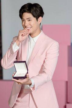 Park Bo Gum shines as jewelry model for J.Estina