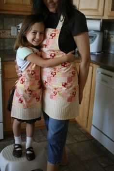 mommy and me kitchen apron set - some of my best memories of childhood were when my mom let me help her cook! Matching aprons are so cute! #take75