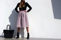 O Bag, My Black, Midi Skirt, Personal Style, Skirts, How To Wear, Fashion, Moda, Skirt