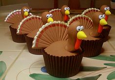 Design ideas for Thanksgiving cupcakes on having a potluck or party, Thanksgiving cupcake are always a fun treat,enjoy the decorationson the holiday. Thanksgiving Cupcakes, Thanksgiving Cartoon, Turkey Cupcakes, Holiday Cupcakes, Thanksgiving Turkey, Holiday Treats, Thanksgiving Decorations, Happy Thanksgiving, Turkey Cake