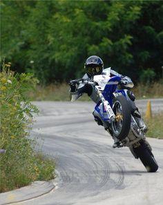 Corner Wheelie ! Motard