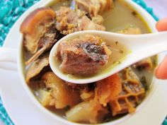 The savory and spicy taste of pepper soup. I have never met a Nigerian who did not or does not enjoy pepper soup. Some like it really spicy and some not so much. Stuffed Pepper Soup, Stuffed Peppers, West African Food, Nigerian Food, Feel Good Food, Soup Mixes, Spicy, Food And Drink, Ethnic Recipes