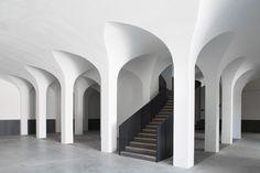 Quinta da Côrte - Pierre Yovanovitch Architecture d'intérieur Architecture Design, Pierre Yovanovitch, Hotels In France, Hotels Portugal, Modern Staircase, Staircase Ideas, Staircase Design, Style Deco, Design Hotel