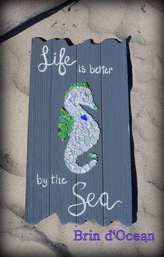 Sea glass sea horse Beach glass art Sea Glass Crafts, Sea Glass Art, Diy And Crafts, Arts And Crafts, Wooden Decor, Pebble Art, Diy Projects To Try, Wood Work, Beach Themes