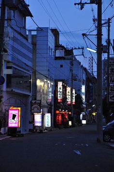 wishes + dreams: Photo Film Big, Japan Street, Japanese Streets, Beautiful Streets, Night Aesthetic, Urban City, Environment Concept Art, Scenery Wallpaper, Night City