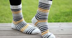 Knitting Socks, Hand Knitting, Knitting Patterns, Warm Socks, Cool Socks, Diy Crochet, Diy Projects To Try, Hobbies And Crafts, Yarn Crafts