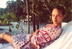 "Stars Without Makeup;  Rosie Looking Fab Without Any Help!  If only we could all look as good as Rosie Huntington-Whiteley looks without any makeup on! The star posted this gorgeous pic of herself lounging by the pool with the caption: ""take me back baby."""