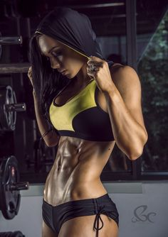 Australian Fitness Model Shannah Baker Talks With Simplyshredded.com