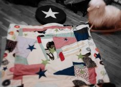 Homemade baby quilt ... And my adored rock in' sheep . Looooove