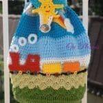 Örgü Çocuk Çanta Modelleri - Mimuu.com Beanie, Knitting, Hats, Crochet Bags, Clothing, Tejidos, Hello Kitty Purse, Tricot, Hat