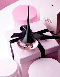 """Por primera vez en la historia de la #perfumería, los deliciosos acordes de Fresa Blanca, se bañan en cremoso #Chocolate. Una #fragancia """"gourmet"""" con toques afrodisíacos, altamente adictiva y absolutamente irresisteible!! <3 Solicita aquí tu #CatálogoOriflameGratis y en unos días lo recibirás en tu casa!! http://mundobellezatotal.blogspot.com.es/p/hazte-vip.html"""