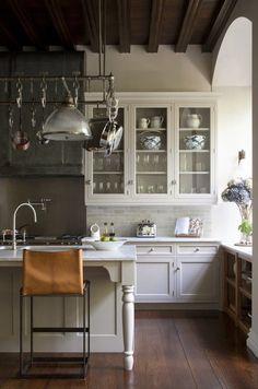 Modern Kitchen Design Like gray brick backsplash Traditional With a Twist: 15 Stunning Modern Country Rooms Rustic Kitchen, Country Kitchen, Kitchen Decor, Long Kitchen, Cheap Kitchen, Kitchen Ideas, 1960s Kitchen, Kitchen Grey, Nice Kitchen