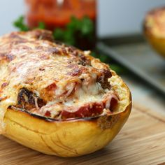 Chicken Parm-Stuffed Spaghetti Squash Recipe by Tasty Chicken Parmesan Spaghetti Squash by Tasty Low Carb Recipes, Cooking Recipes, Healthy Recipes, Healthy Food, Comida Kosher, Jai Faim, Courge Spaghetti, Chicken Spaghetti Squash, Spaghetti Squash With Chicken