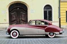 Old car in the Buda castle, Budapest | DSCF1371 copy