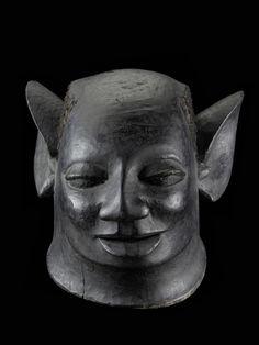 Makonde mask Tanzania. H 23 cm.