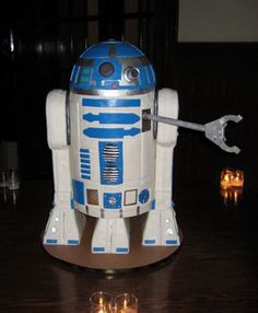 THIS is a cake! Click for more awesome Star Wars cakes.