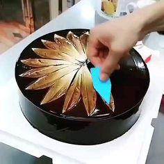 Buttercream Cake Decorating, Cake Decorating Designs, Creative Cake Decorating, Birthday Cake Decorating, Cake Decorating Techniques, Cake Decorating Tutorials, Cake Designs, Rodjendanske Torte, Twisted Recipes