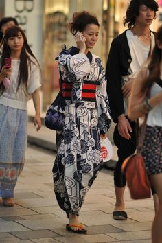 This young lady is a wonderful example how cool it is to wear Kimono in modern life. Such pure and natural attitude! A snap shot on a street in Harajuku, Tokyo.
