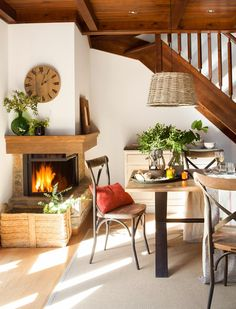 The owners of this cozy chalet apartment in Spain say their home looks like a bar of chocolate because of the shade of wood used for wall and ceiling ✌Pufikhomes - source of home inspiration Rental Home Decor, Sweet Home, Dinner Room, A Frame House, Ceiling Decor, Home Staging, Home Interior, Interior Design Inspiration, Design Interior