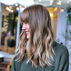 The best thing about the dry cut technique is you'll see how gorgeous your hair will turn out right there and then. Take this mid-length dry cut with bangs as an example. No doubt, it appears so stunning! Medium Hairstyles, Latest Hairstyles, Hairstyles With Bangs, Shoulder Length Cuts, Bangs With Medium Hair, Mid Length, Hair Lengths, Your Hair, Long Hair Styles