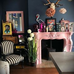 Happy Tuesday from the pink fire💖 We had a lovely morning at sailing boats, finding black swans and strolling around 🥰. Dark Living Rooms, My Living Room, Living Room Decor, Quirky Living Room Ideas, Maximalist Interior, Eclectic Decor, Quirky Home Decor, Interiores Design, House Colors