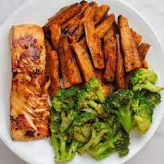 Salmon And Broccoli, Fried Broccoli, Healthy Recipe Books, Healthy Dinner Recipes, Clean Eating, Healthy Eating, Healthy Food, Plats Healthy, Food Porn