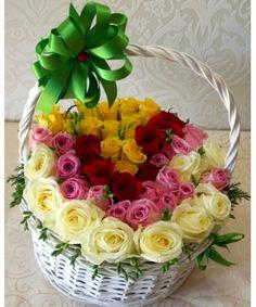 Un aranjament deosebit in cos elegant din 47 trandafiri galbeni, rosii, roz si albi asezati precum un curcubeu floral. Surprinde-o cu acest aranjament in culori vesele. Happy Birthday, China, Flowers, Angel, Crochet, Good Afternoon, Mariana, Roses, Happy Brithday