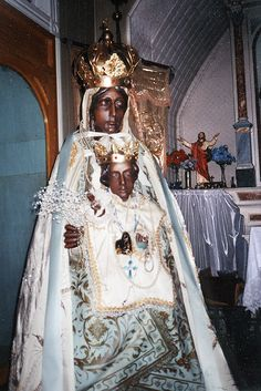 A statue of the Madonna del Tindari is the focus of an annual procession in Hoboken, New Jersey. Photo: Joseph Sciorra, 2000