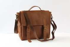 Messenger bag Name DylanAn amazing blackleather bag that can be worn as a crossbody, backpack, handbag or on the shoulder (comes with an additional…