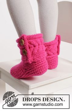 """Hopscotch - Knitted DROPS slippers in garter st with cables in """"Peak"""". Size 20 - 34 - Free pattern by DROPS Design Crochet Shoes Pattern, Crochet Dolls Free Patterns, Crochet Boots, Knit Boots, Knitting Patterns Free, Free Knitting, Baby Knitting, Free Crochet, Drops Design"""