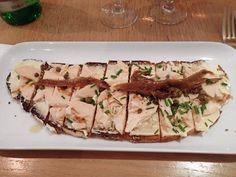 Poulet, mayonnaise, ciboulette, câpres et anchois sur du pain Poilâne. Extra #painpoilane #poulet #cuisinedebar