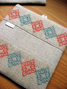 Tiny Cross Stitch, Cross Stitch Pillow, Cross Stitch Borders, Cross Stitch Flowers, Cross Stitch Designs, Cross Stitch Embroidery, Hand Embroidery, Cross Stitch Patterns, Embroidery Designs