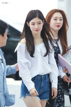 (1) ғᴀɴᴛᴀʟᴏɢɪᴄ (@fantalogic_kr) | ทวิตเตอร์ Kpop Fashion, Korean Fashion, Airport Fashion, Jung Chaeyeon, Bae, Kim Doyeon, Fairytale Dress, Jeon Somi, Jolie Photo