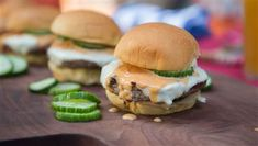 Al Roker's Pork and Turkey Burger with Asian Slaw + Matt Abdoo's Pig Beach Burger with Quick Pickles Barbecue Burgers, Barbecue Sauce, Miss Piggy, Burger Recipes, Grilling Recipes, Grilled Romaine Lettuce, Pig Beach, Bbq Seasoning, Asian Slaw