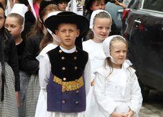 Afficher l'image d'origine Girls Dresses, Flower Girl Dresses, Celtic, Captain Hat, Father, Costumes, Wedding Dresses, Hats, Fashion