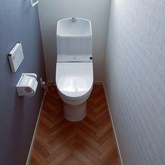 4LDKで、2階トイレ/アクセントクロス/TOTO/サンゲツ/クッションフロア/新築一戸建てについてのインテリア実例。 「はじめまして。 とて...」 (2018-02-09 15:31:09に共有されました) Laundry Powder, Small Toilet, Natural Interior, Diy Kitchen, Pillow Cases, Tiles, House Design, Bathroom, Home Decor