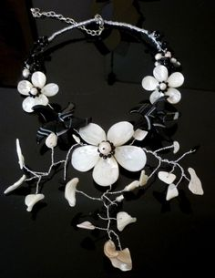 Collana con fiore in Madreperla e onice