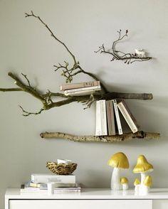 Äste zum Bücherregal machen - was für eine träumerisch schöne Idee!