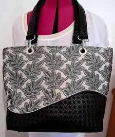 Sac Samba en simili noir tissé et motifs feuilles noires et blanches - Patron Sacôtin