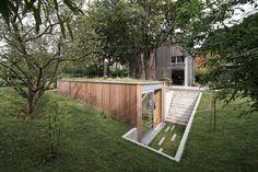 Sunken shed hides under green roof : TreeHugger