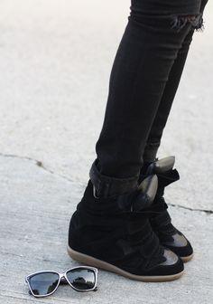 skinny jeans & sneaks.