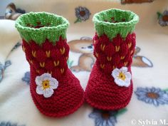 Knitting pattern baby boots strawberry approx 3 by strichhexe Knitting For Kids, Baby Knitting Patterns, Crochet For Kids, Baby Patterns, Knitting Projects, Crochet Projects, Hand Knitting, Crochet Crafts, Crochet Baby Booties