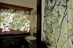 Tende stampate su tela pesante, adatte per finestra e coordinate per doccia.