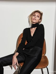 Top model Anja Rubik is all business for Net-A-Porter's magazine The Edit June cover story lensed by fashion photographer Chris Colls. Fashion Line, Grey Fashion, Fashion Models, High Fashion, Fashion Gone Rouge, Images Instagram, Alfred Stieglitz, Anja Rubik, Foto Pose