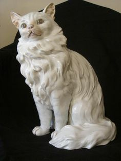 Porcelain white cat (probably Cluny) - 19th century
