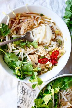 Thai food. Thhhaaaiiiii fooooodddd. IT'S SO GOOD. And so, so, so, soooo flavorful. You will never have a bland bowl of Thai food. And this Spicy Thai Noodle Bowl…I could pretty much eat…