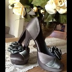 Romantic beautiful shoes size 8 Very romantic and elegant shoes beautiful color to match with a lot of a outfits Mascotte Shoes