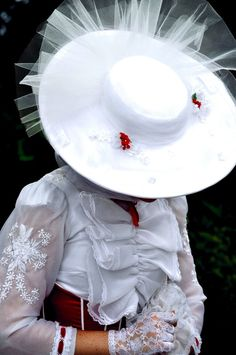 The gorgeous Jolly Holiday Mary Poppins   Trying on hats   Pinterest